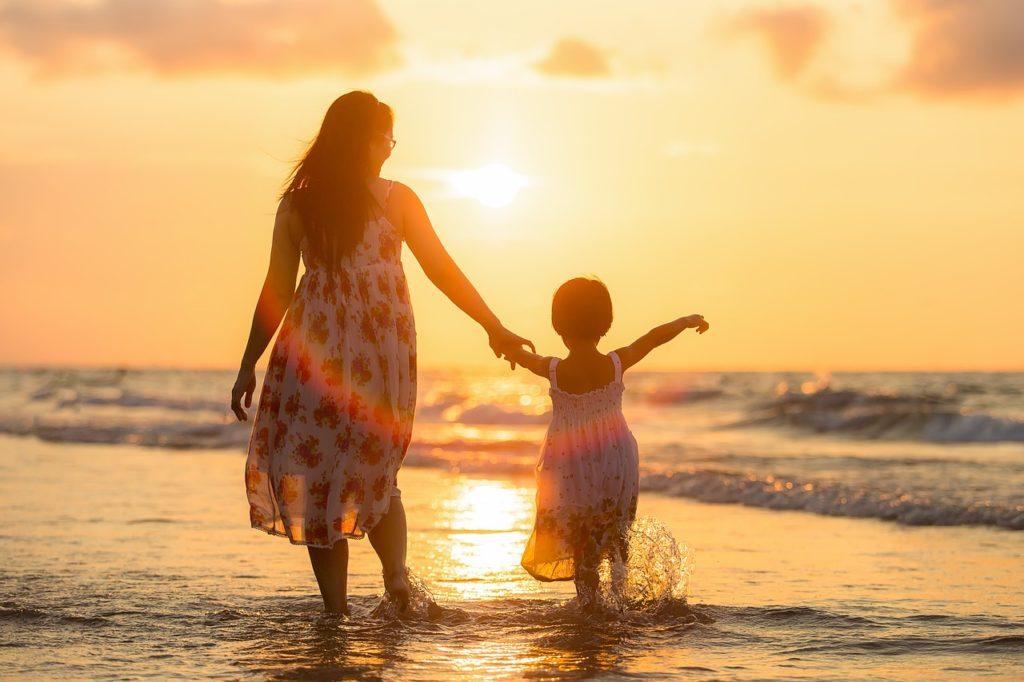 แรกเกิดเราพึ่งพ่อแม่ในการเลี้ยงดูจนเติบใหญ่