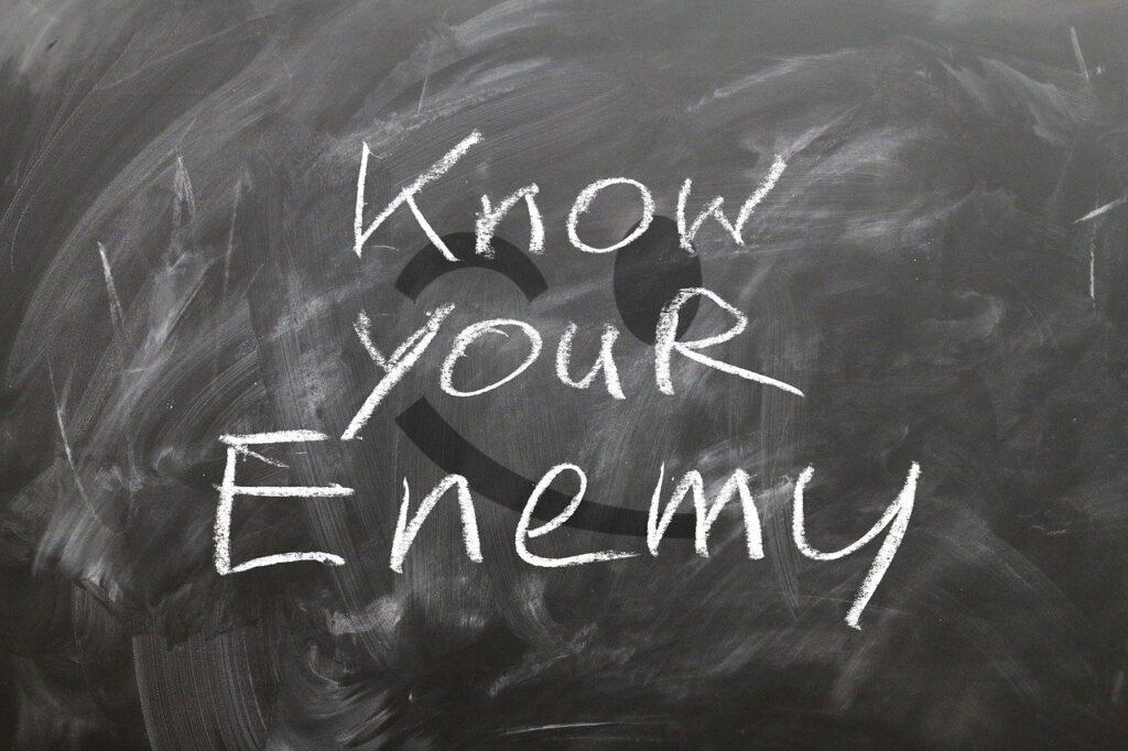 """สงฺเกเถว อมิตฺตสฺมึ มิตฺตสฺมิมฺปิ น วิสฺสเส """"ควรระแวงในศัตรู แม้ในมิตรก็ไม่ควรไว้ใจ"""""""